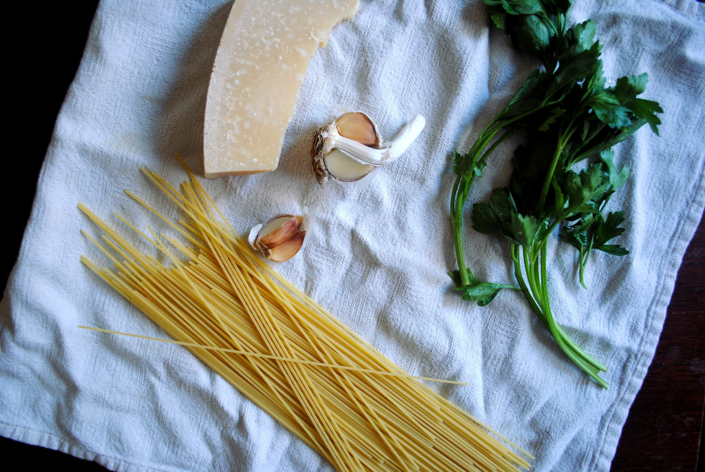 spaghetti-and-ingredients