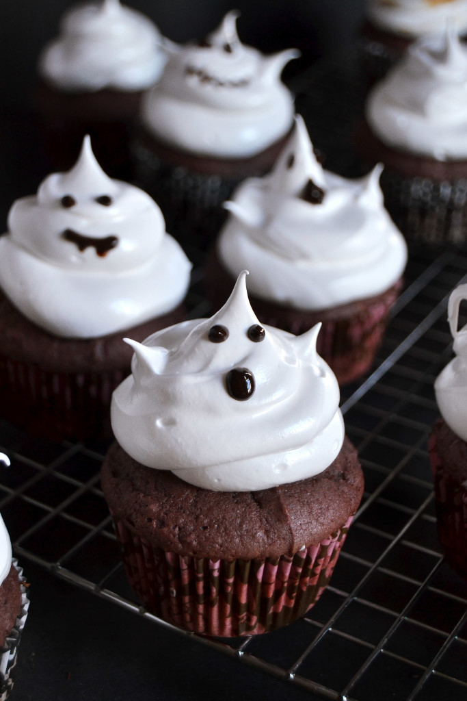 sweet-potato-cupcakes-with-marshmallow-ghosts