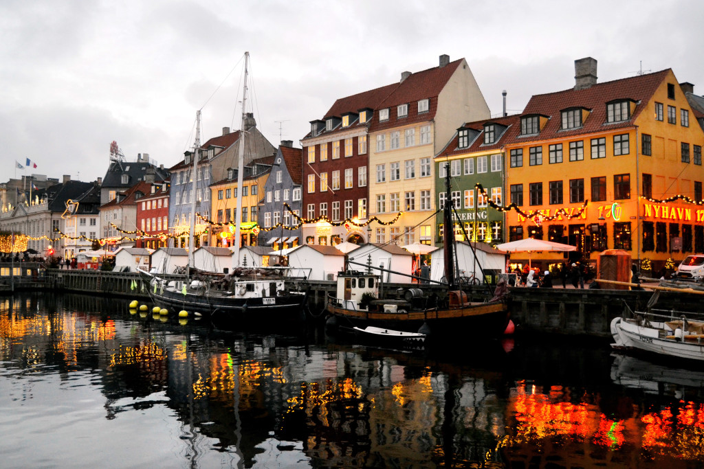 nyhavn-christmas-boats